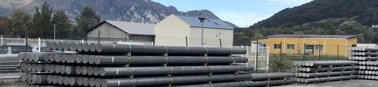 Billettes d'aluminium stockées