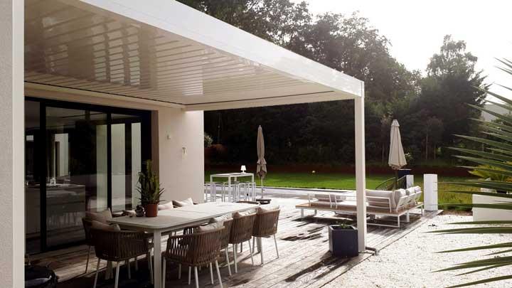 Terrasse protégée bioclimatique